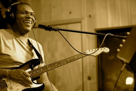 Guitar Icon ROBERT CRAY Working On New Studio Album To Be Released In September 2012